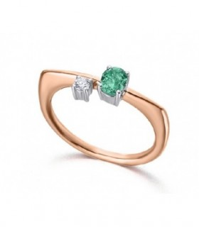 White and rose gold ring with a Emerald and a Diamond