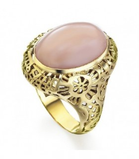 Yellow gold ring with rose Opal
